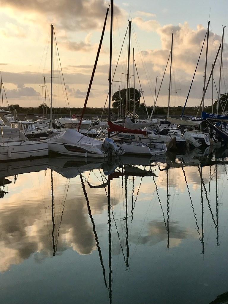 Méli-mélo de mâts sur le port au petit matin !😉 ( Sunrise over the harbor !)