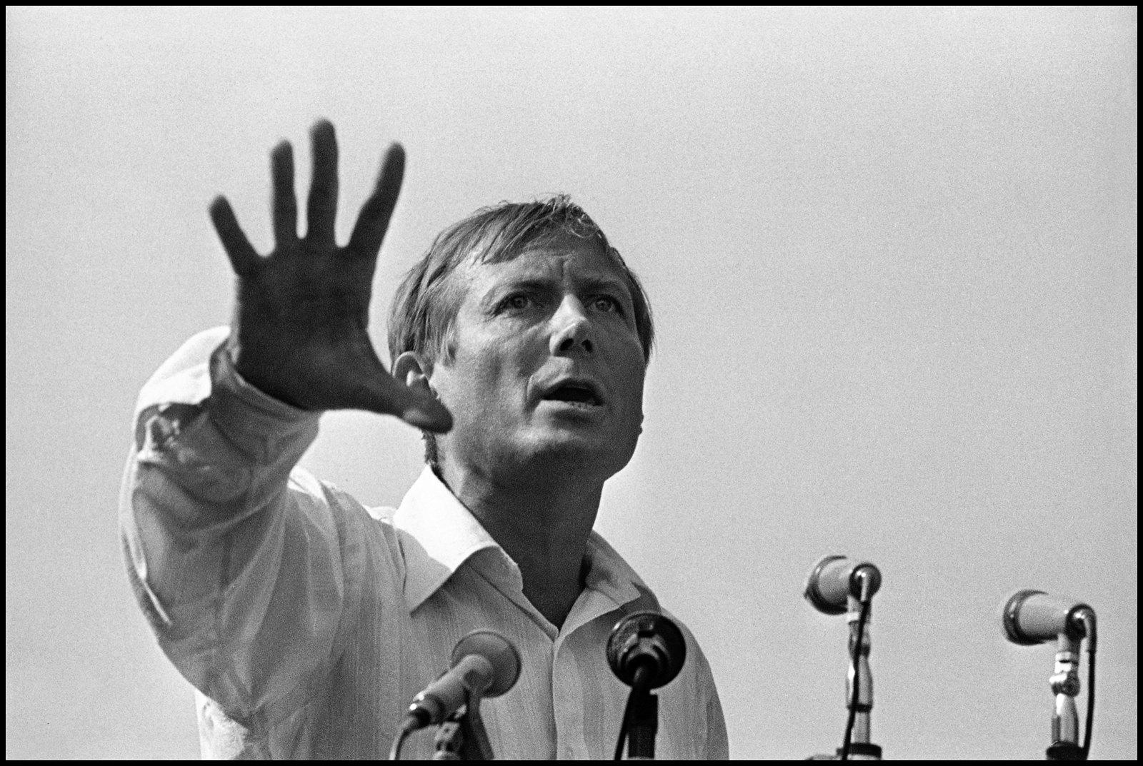 1974. Поэт Евгений Евтушенко на Блоковском фестивале