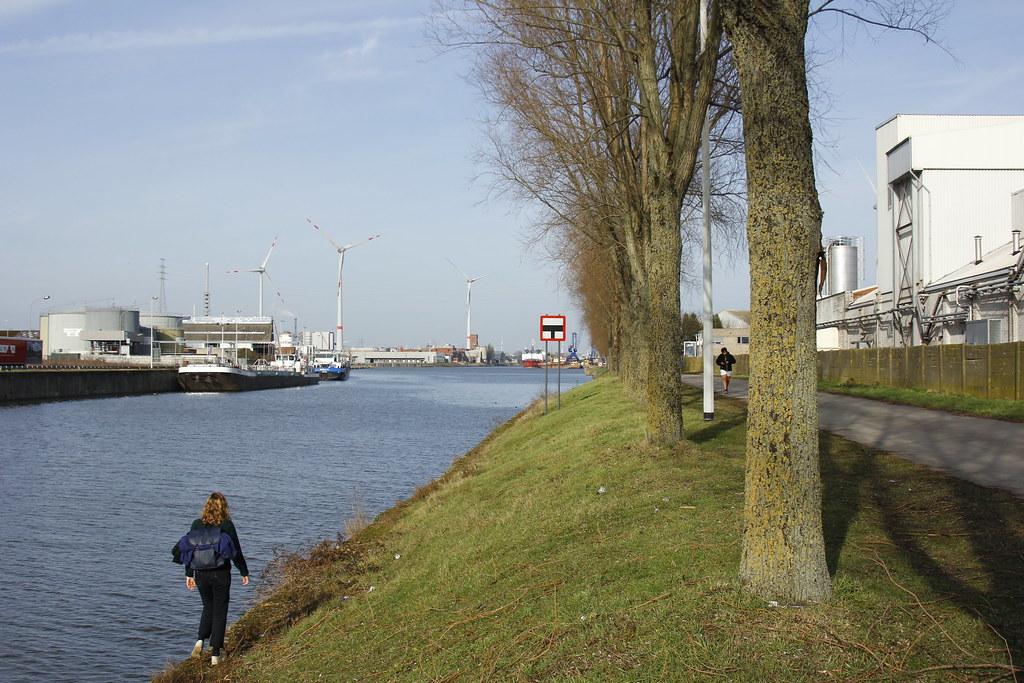 La orilla del canal
