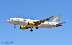 AIRBUS A320-214 (CN 3095) VUELING AIRLINES (EC-KDG) AEROPUERTO DE SEVILLA (LEZL) SPAIN