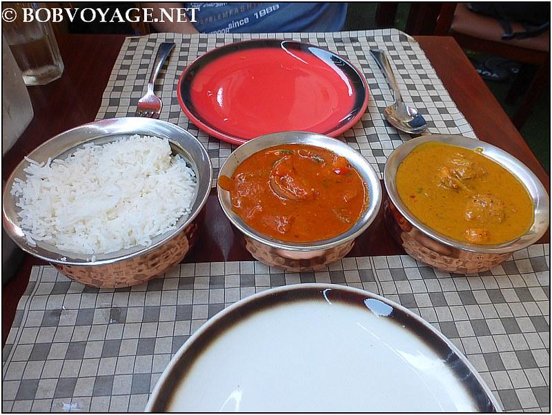 צ'יקן טיקה מסאלה – Chicken Tikka Masala (50 ₪), צ'יקן קורמה – Chicken Korma (50 ₪) ו-אורז לבן פשוט – Steamed Basmati Rice (15 ₪) ב- Gorkha Kitchen