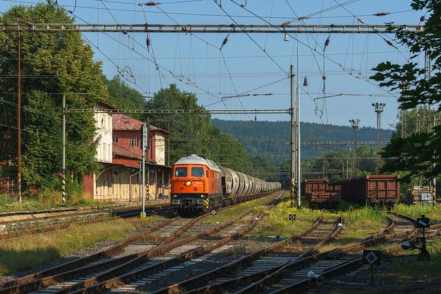23.07.21 230 077 Bahnlogistik 24 mit Umleiter in Vojtanov