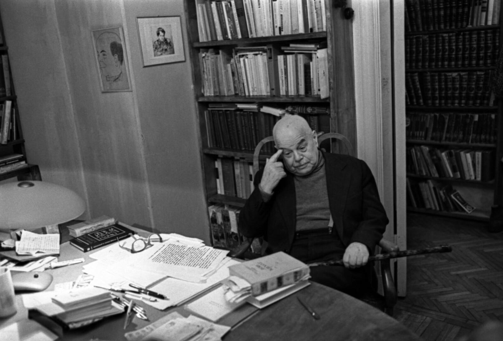1975. Виктор Шкловский у себя дома
