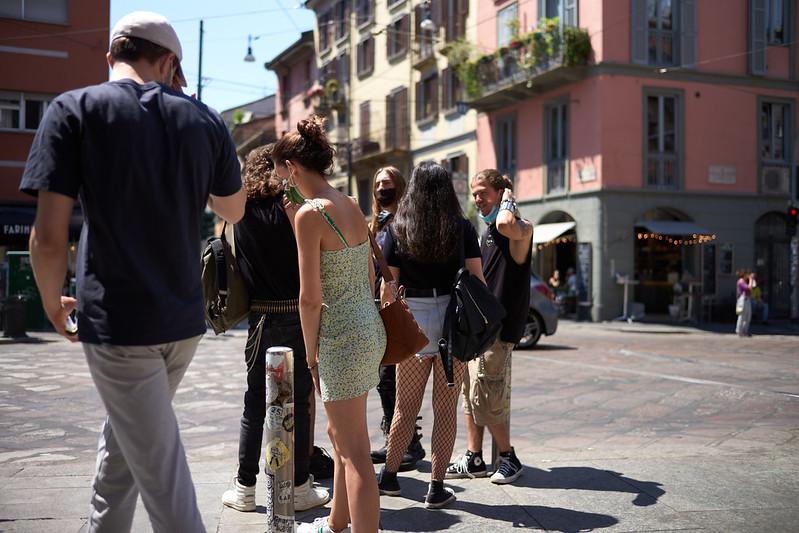 Milano Street Walking - Mind The Gap