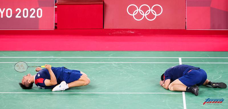 李洋與王齊麟獲勝後興奮慶祝。(特約攝影侯禕縉/東京現場拍攝)
