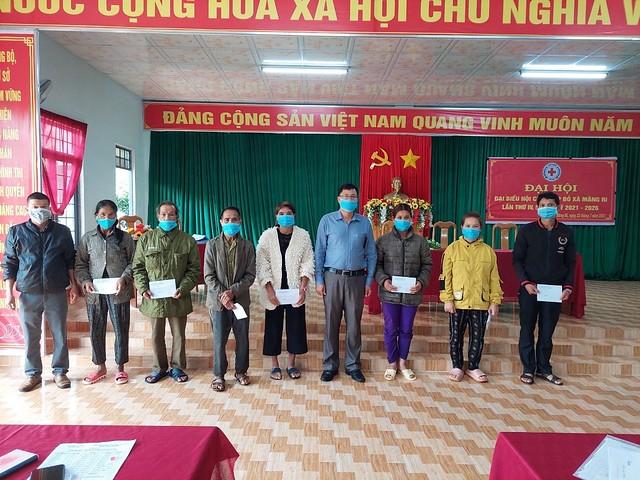 Thăm, tặng quà các gia đình chính sách nhân dịp 27 tháng 7 năm 2021  tại xã Măng Ri, huyện Tu Mơ Rông