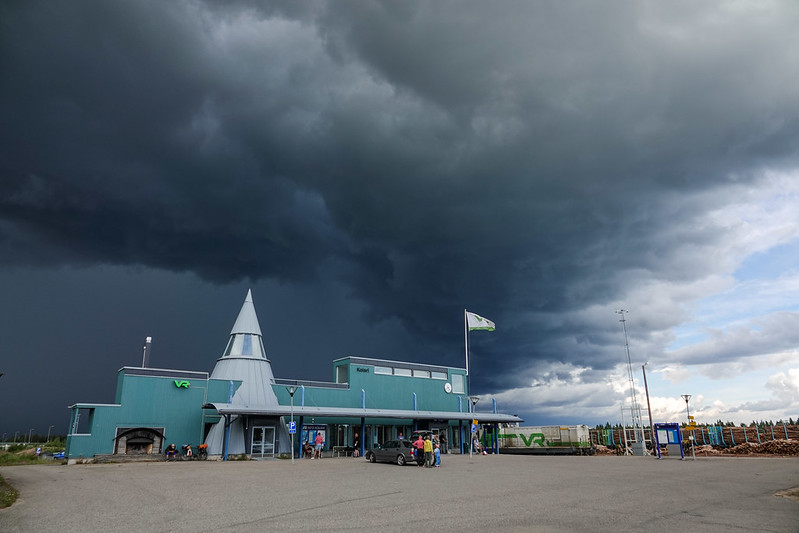 Thunder storm closing