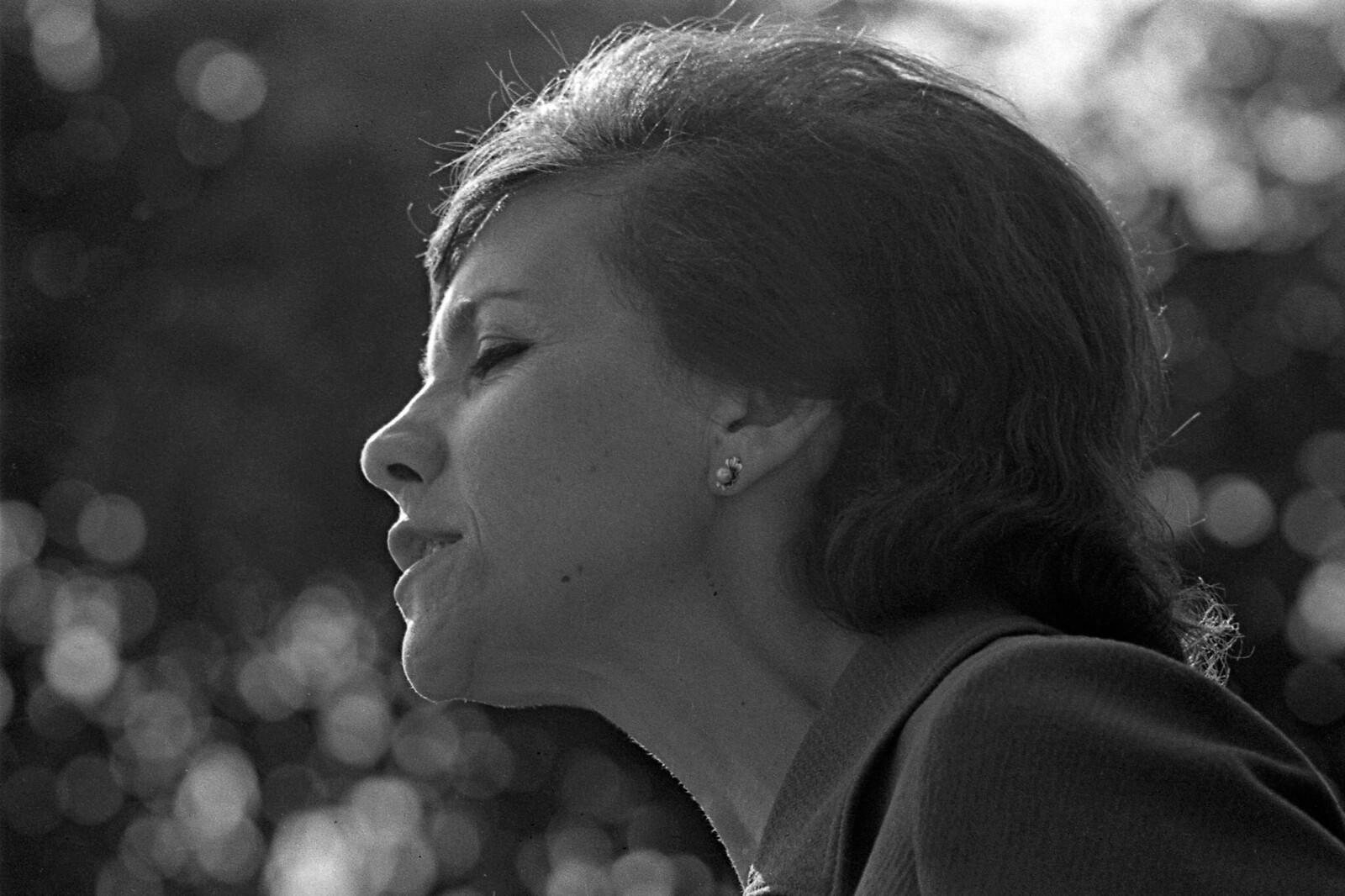 1974. Блоковский праздник в Шахматове, поэтесса Римма Казакова (2)