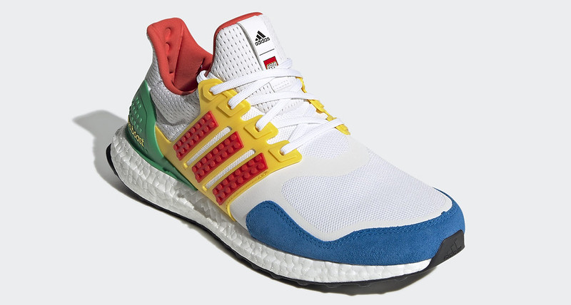 adidas_Ultraboost_x_LEGO(r)_Colors_Shoes_White_FZ3983_04_standard
