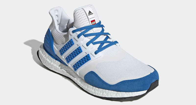 adidas_Ultraboost_DNA_x_LEGO(r)_Colors_Shoes_White_H67952_04_standard