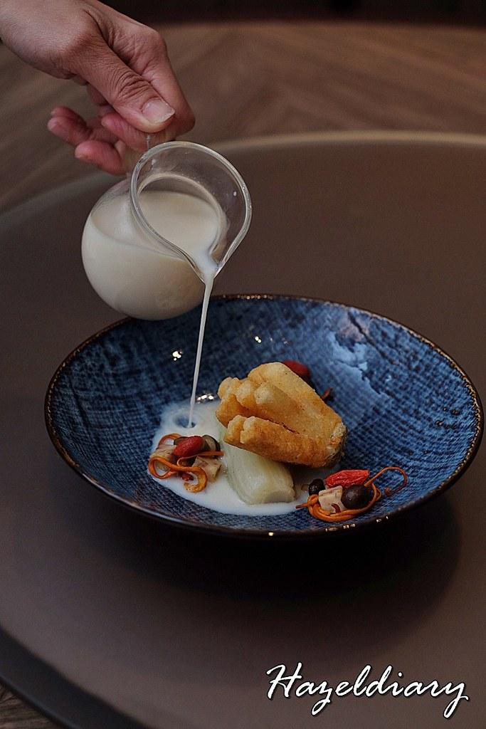 Si Chuan Dou Hua UOB Plaza-Deep Fried Cod with Cordyceps Flower in Homemade Soybean Stock