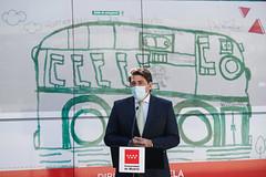La Comunidad de Madrid homenajea a las personas con discapacidad en el vinilado de un autobús interurbano