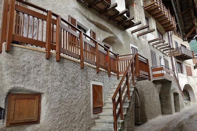 ITALIEN, Italy,  In San Lorenzo in Banale (TN) , Holz ist in, 79157/13884
