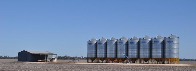 9443 Unpainted silos, before Chincilla DSC_0003 (2)