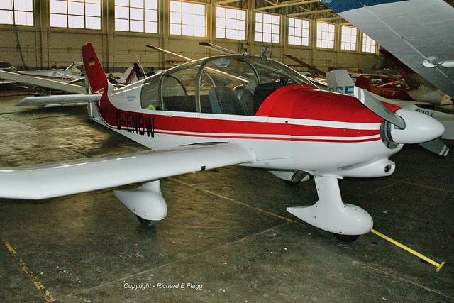 D-ENBW : Robin DR-400-180R Remorqueur at Bicester.