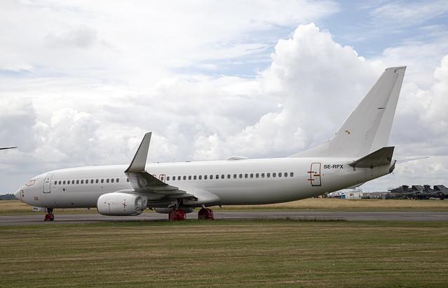Boeing 737 - SE-RPX