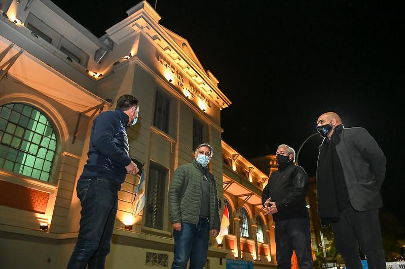 La fachada del CPC San Vicente iluminada con 151 luces LED