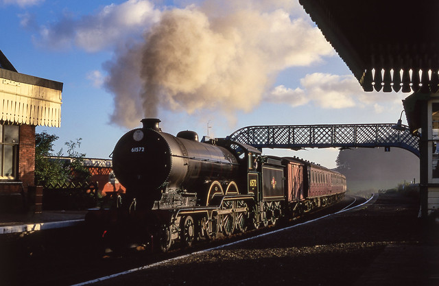 61572 At Waybourne Station. 10/10/1999.
