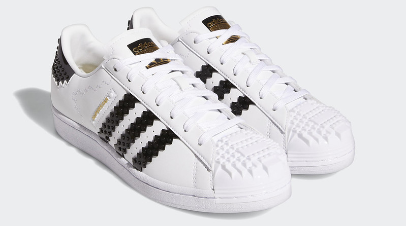 adidas_Superstar_x_LEGO(r)_Shoes_White_GW5270_011_hover_standard