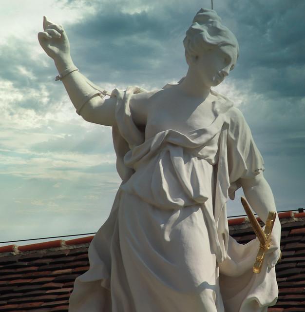 2 (15)..austria vienna statue