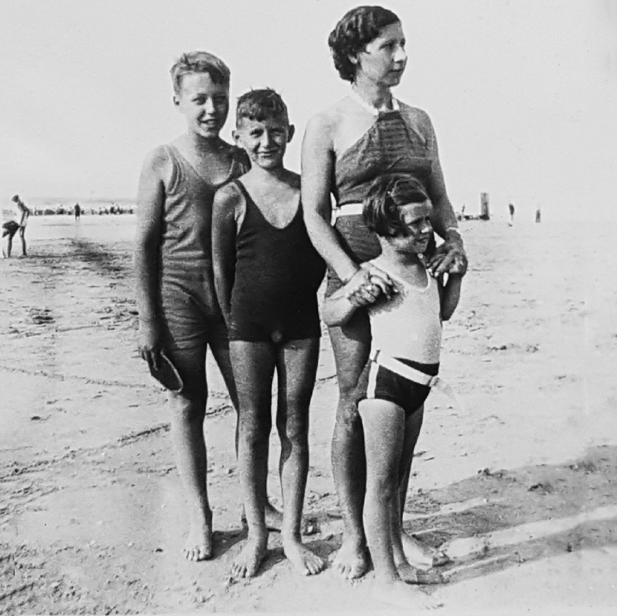 (Explored) Harding Klimanek family spending holidays in the Netherlands, 1934