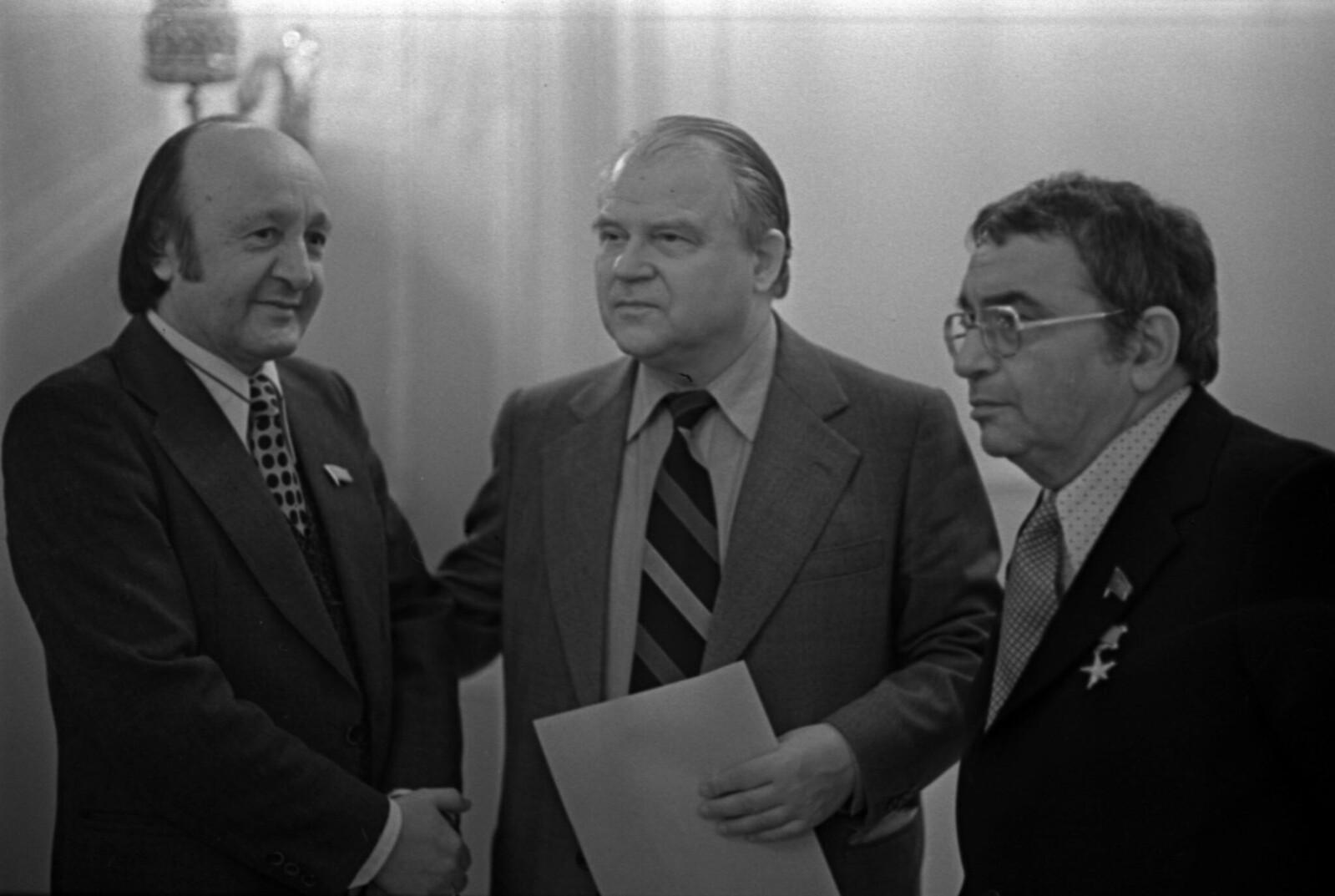 1979. Тихон Хренников в фойе VII съезда композиторов в Колонном зале Дома Союзов
