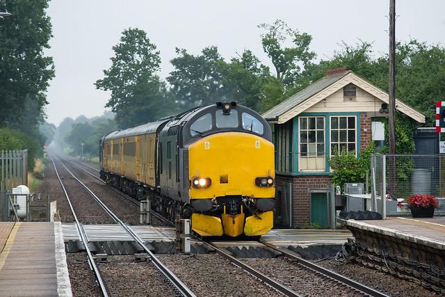 37612 Eccles Road 30/07/21 - 1Z30 0802 Norwich to Derby R.T.C.(Network Rail)