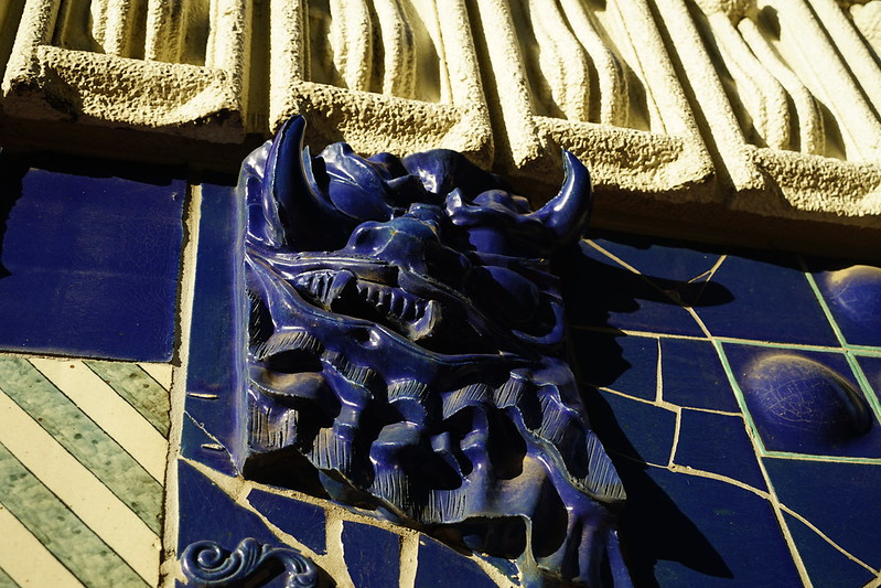 04Sony α7Ⅱ+TAMRON 28 200mm f2 8 5 6 RDX早稲田鶴巻町ドラード和世陀外壁の装飾
