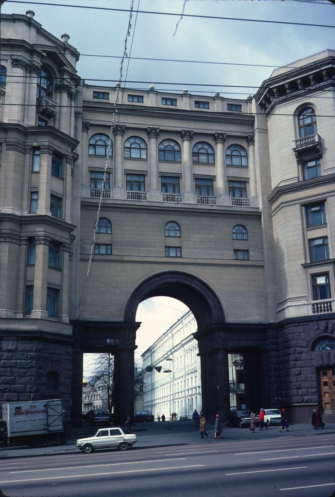 Улица Горького, 9-11