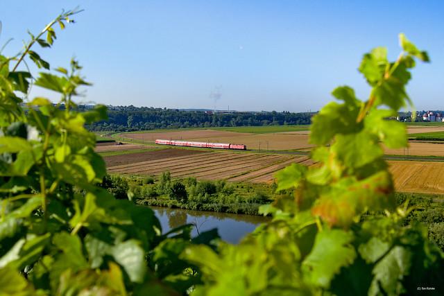 Lokbespannt den Neckar entlang