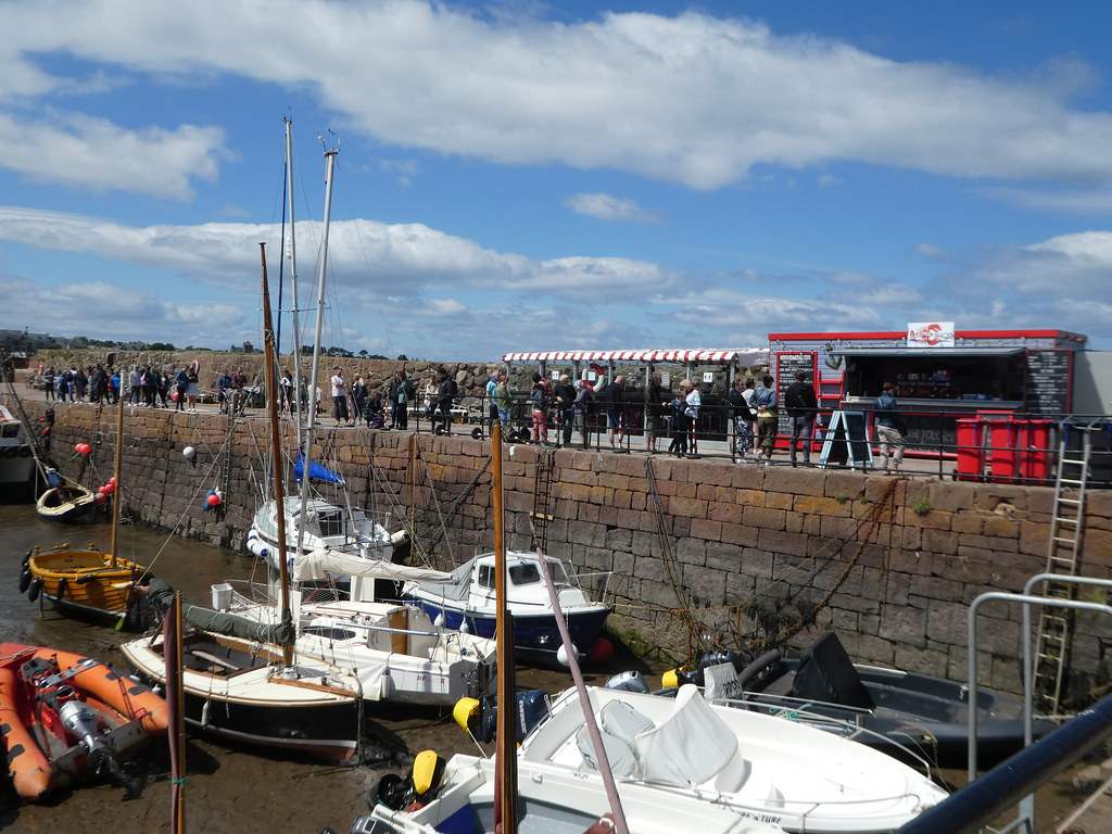 Queues of people at the Lobster Shack, North Berwick