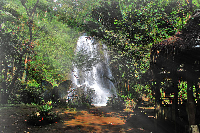 The beauty of the morning of the Cipeureu waterfall