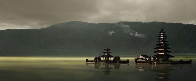 El Temple Pura Ulun Danu de l'Estany de Bratan, Indonèsia.
