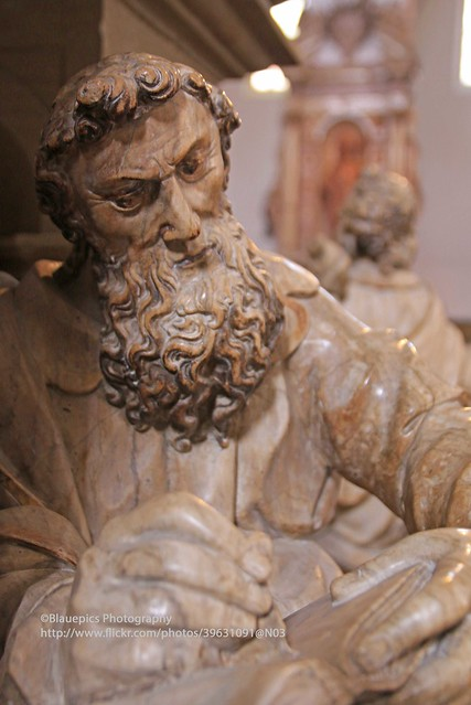 Würzburg, Cathedral, stone staue
