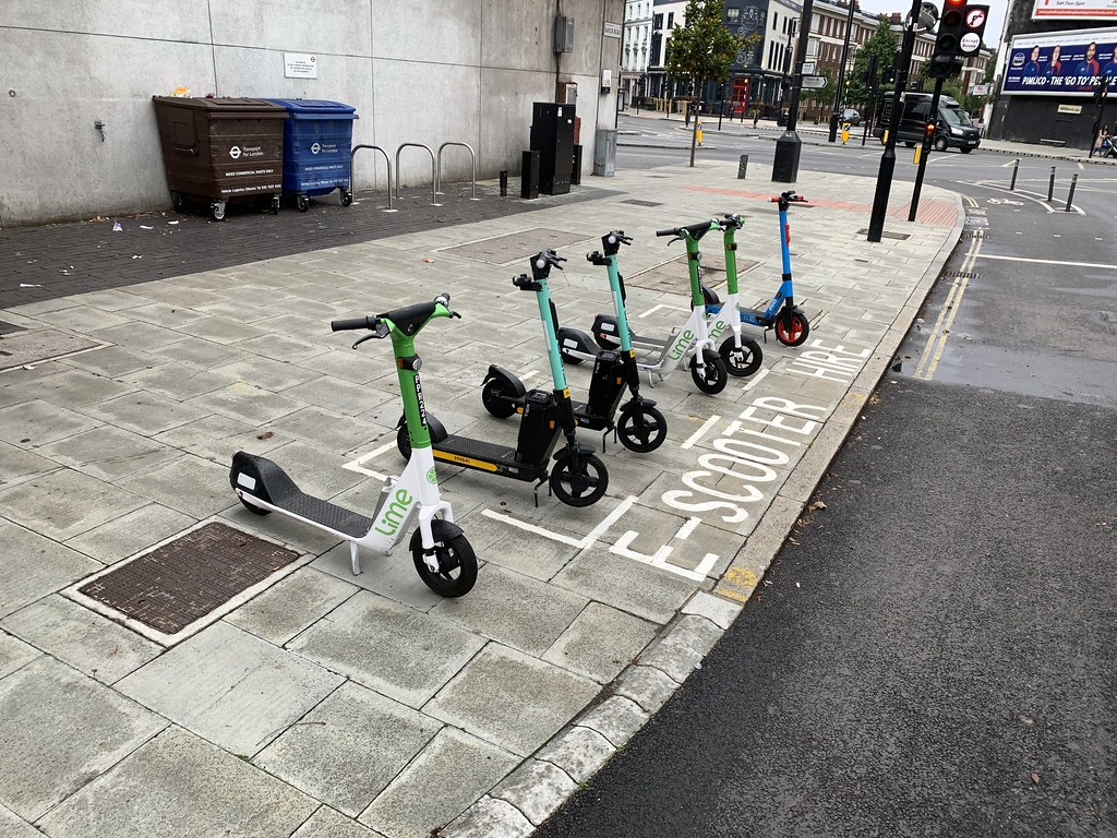 E-scooter dock