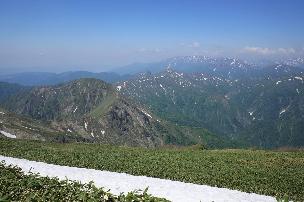 谷川岳馬蹄形ルート方面の風景