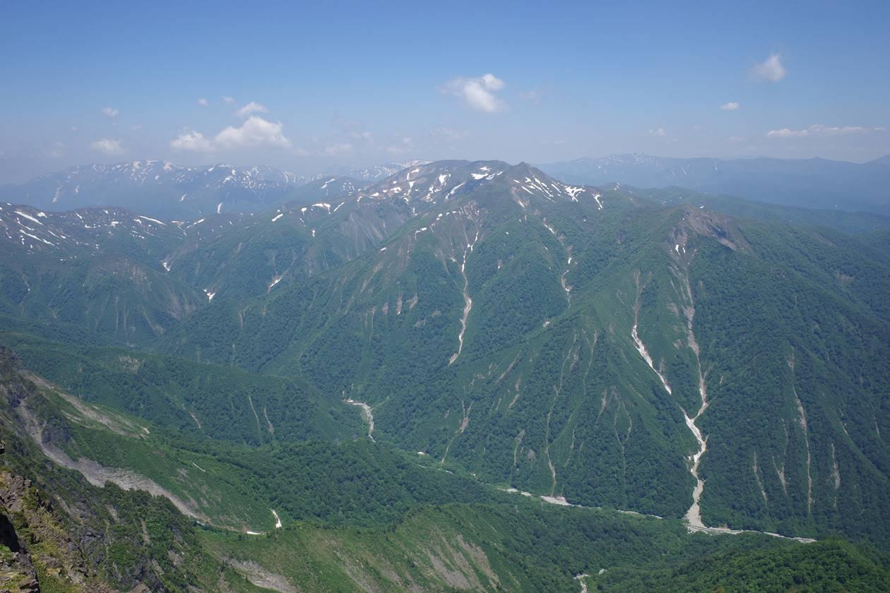 谷川岳山頂から眺める白毛門~朝日岳方面の展望