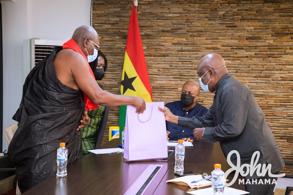 John Mahama receives the family of the late General Emmanuel Alexander Erskine (Rtd.)