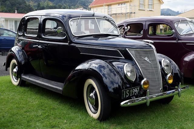 1937 Ford V8 Sedan