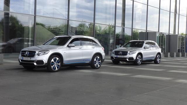 2018 Kombi-Limousinen GLC F-Cell von Mercedes-Benz (Baureihe N253) vorm Paul-Löbe-Haus Paul-Löbe-Allee in 10557 Berlin