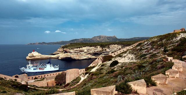 France - Corse - Bonifacio la sortie du port