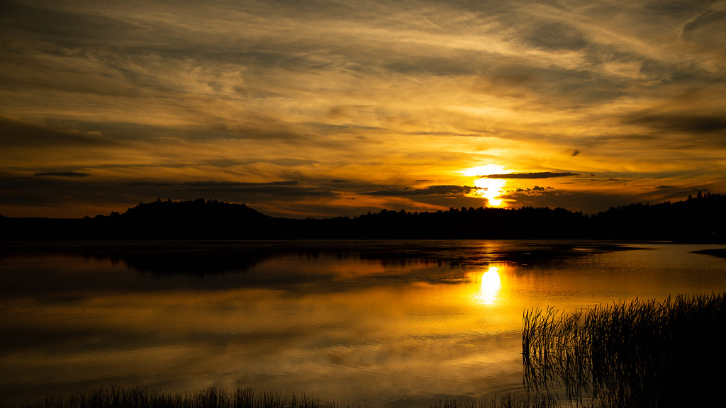 Coucher de soleil Lac du Pêcher (Auvergne)
