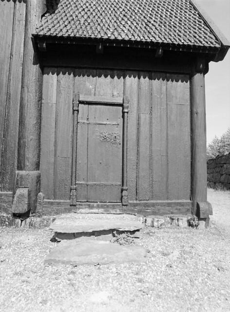 Dør til koret i Garmo Stavkirke