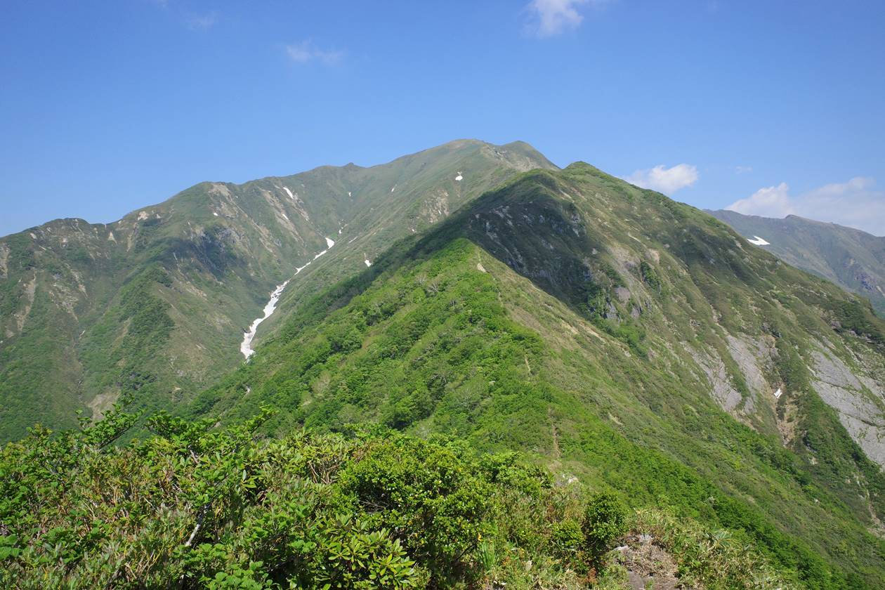 矢場ノ頭から眺める茂倉岳