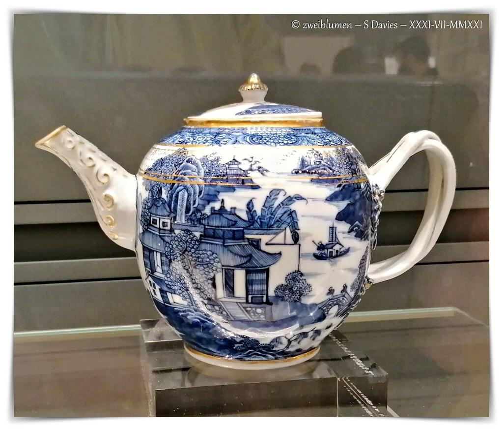Chinese Qianlong Teapot - 1736-1795