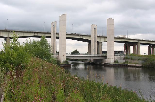 Barton lift bridge