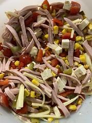 Grillen und Wurstsalat
