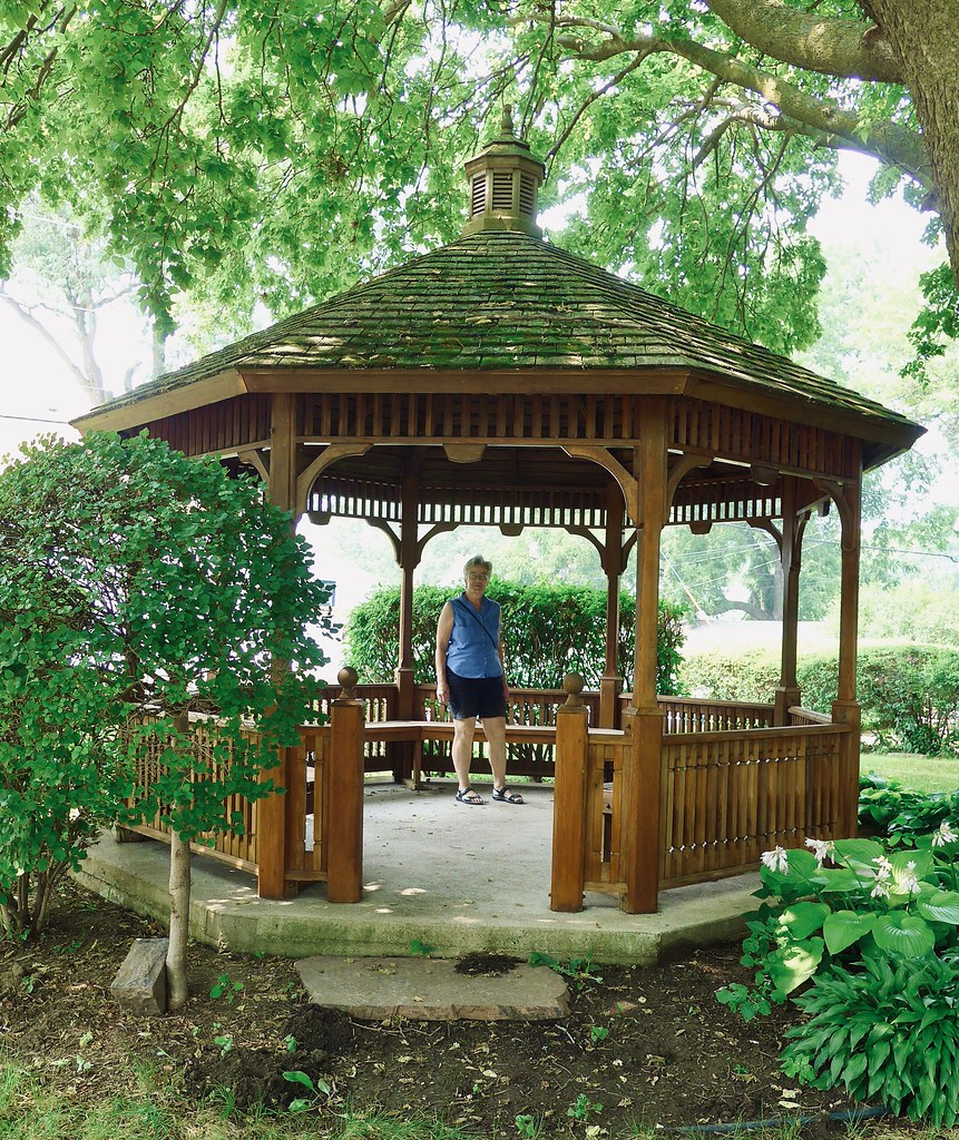 Gazebo, Peirce Mansion grounds, Sioux City