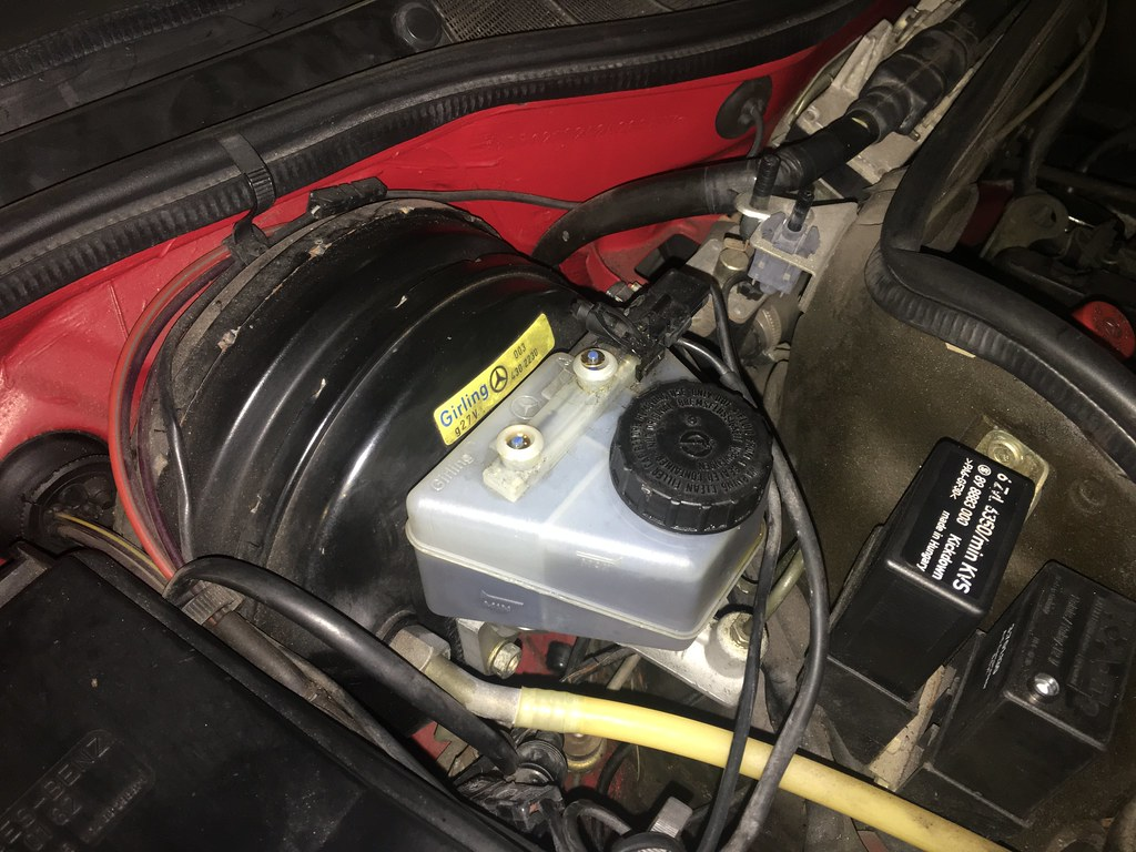 Bleeding W126 brakes with a Motive Power Bleeder