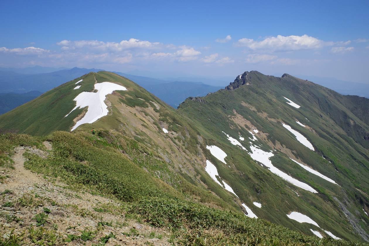 茂倉岳から眺める一ノ倉岳〜谷川岳の稜線